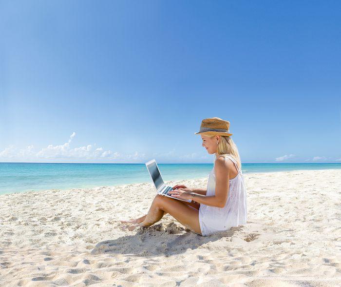 El verano está cada vez más cerca y el clima cálido nos invita a imaginar nuestras próximas vacaciones, disfrutando de los rayos del sol y el mar turquesa